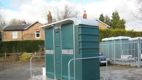 Double toilet trailer