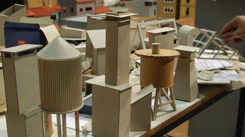 "Model cardboard city and plasticine globe for ""Dia"" comercial"