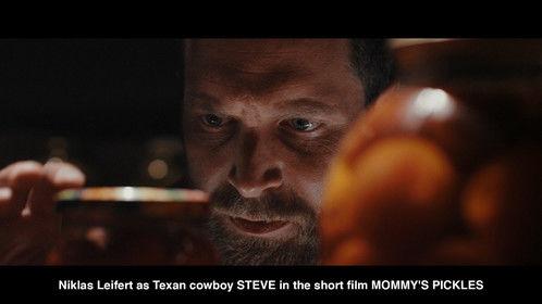 Niklas Leifert as Texan cowboy STEVE in the short film MOMMY'S PICKLES