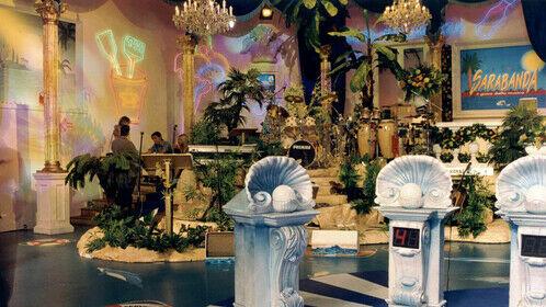 """Photo TV show, musical quiz, """"Sarabanda"""" Italia 1 Mediaset hosted by Enrico Papi.  Award for best Italian television set design 1998"""